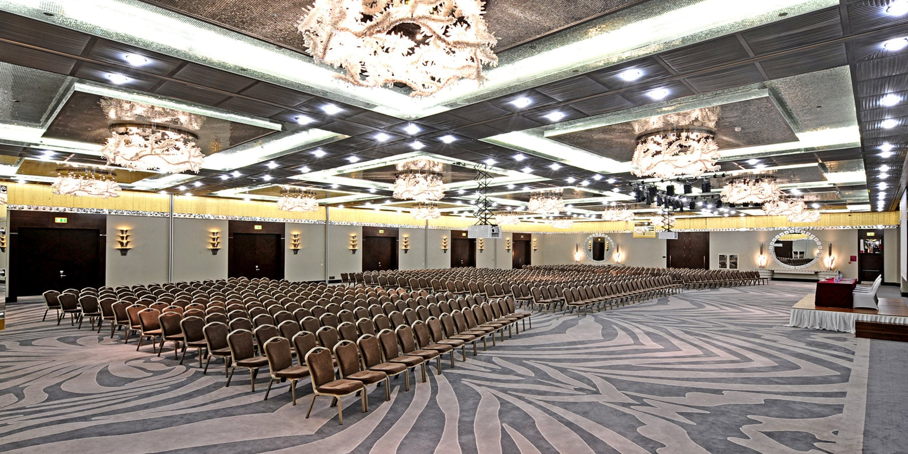 Crowne Plaza Convention Center & Thermal Spa